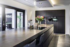 Luxury Kitchen Design, Kitchen Room Design, Home Decor Kitchen, Interior Design Kitchen, New Kitchen, Home Kitchens, Open Plan Kitchen Dining Living, Kitchen Views, Cuisines Design