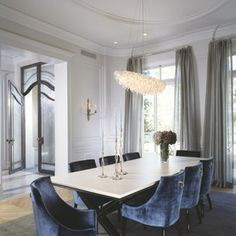 Take a look to some inspiring and luxury dining room lighting ideas. Dining Room Blue, Luxury Dining Room, Dining Room Design, Dining Room Furniture, Dining Rooms, Dining Tables, Furniture Sets, Furniture Design, Deco Furniture