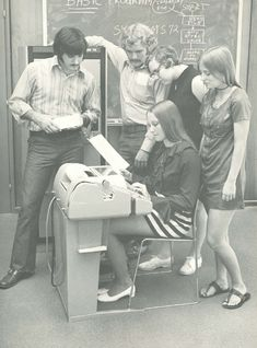 38 Vintage Photos of Women in Miniskirts at Huge Computers in the 1970s and 1980s