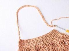 Faire un sac filet au crochet - Blog My Chic Mercerie Filet Crochet, Diy Crochet, Crochet Stitches, Crochet Basket Pattern, Crochet Patterns, Diy Net Bags, Knitting Paterns, Crochet Market Bag, Rainbow Crochet