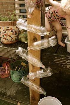 activité-manuelle-recyclage-bouteille-plastique-fontaine-de-jardin-en-bouteilles