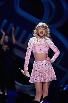Taylor Swift performing at the 2014 iHeartRadio Music Festival