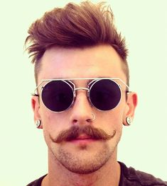What is Handlebar mustache? Learn all these plus 40 coolest handlebar mustache styles to rock. Pelo Hipster, Estilo Hipster, Handlebar Mustache, Beard No Mustache, Hipster Mustache, Beard Styles For Men, Hair And Beard Styles, Facial Hair Styles, Bearded Men