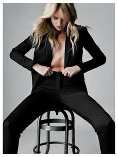 <3 Women in suits! Look at Fasha.nl/dames-zakelijk-kostuums for more suits