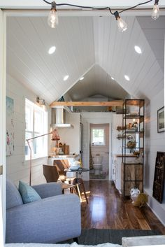 Small Tiny House, Tiny House Cabin, Tiny Houses For Sale, Tiny House Living, Tiny House Plans, Tiny House Design, Tiny House On Wheels, Little Houses, Home And Living