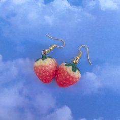 Dainty Diamond Earrings in Solid Gold / Chevron Earrings / V Stud Earrings / Delicate Diamond Studs / Graduation Gift - Fine Jewelry Ideas Weird Jewelry, Cute Jewelry, Jewelry Accessories, Bridesmaid Presents, Funky Earrings, Gold Earrings, Gold Chevron, Accesorios Casual, Diamond Studs