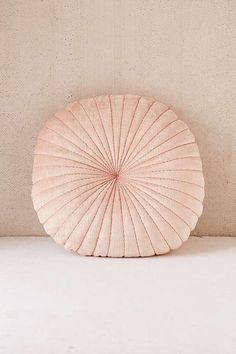 Slide View: 1: Shelly Round Velvet Cushion