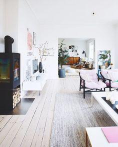 Open floorplan. Blonde wood floors. Black steel fireplace. MCM furniture. Modern. Minimalist. Livingroom.