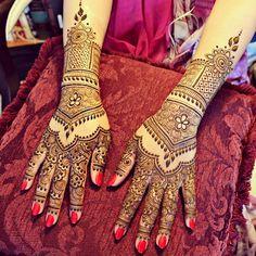 Bridal hands to match Mehtab's feet! #henna #bridalhenna #hennabydivya #bridal #hennapro #torontohennaartist #indiandestinationwedding #indianwedding #torontowedding #hennaartist #hennadesigns #indianbrides