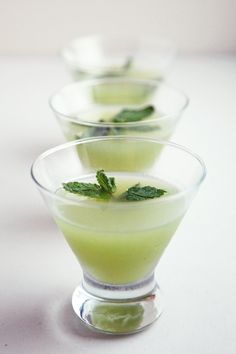 Pin for Later: Hate Drinking Water? Try 1 of These Cantaloupe Recipes Instead Melon Mocktail Have a different kind of happy hour and shake up a melon mocktail. Sweet and spicy, sparkling water gives it a light effervescence.
