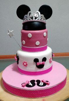 Tarta Minnie Mouse 3 | De Perla's | Tartas fondant personalizadas en Málaga