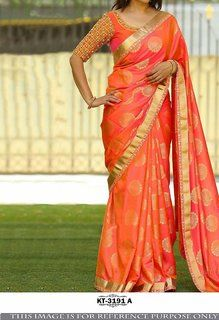 An admirable look completes when you drape this alluring.Orange Colored Beautiful Jacquard Silk Saree for an important ceremony. Made of Jaquard Silk and Banglori Silk, this Saree sets a class a elegance and style making you look Transcendentally gorgeous Silk Saree Blouse Designs, Saree Blouse Patterns, Bridal Blouse Designs, Indische Sarees, Seda Sari, Sari Bluse, Ok Design, Front Design, Party Kleidung