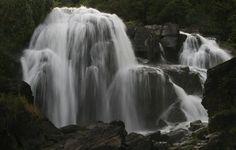Cachoeira Véu das Noivas, em Poços de Caldas, MG.