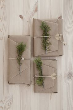 The Design Chaser: A Natural Christmas wrapping ideas Winter Wonderland Christmas, Gold Christmas Tree, Natural Christmas, Christmas Gift Wrapping, Christmas Presents, Christmas Crafts, Christmas Decorations, Merry Christmas, Christmas Design