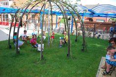 Mijn ontwerp van een dome met 12 leilinden. Geborgenheid, groen, schaduw. De bomen zijn uiteraard nog maar net geplant op de foto. Wordt vervolgd.
