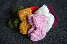 The Woollen Inspiration: Vastasyntyneen vauvan villasukat (ohje) Xmas Crafts, Diy And Crafts, Baby Socks, Baby Girl Dresses, Baby Booties, Knitting Socks, Fingerless Gloves, Arm Warmers, Knit Crochet