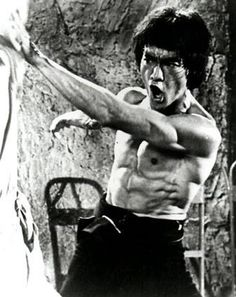 "Bruce Lee believed that as a warrior and as a person, one should never ""get set into one form"". The Bruce Lee workout Bruce Lee Workout, Bruce Lee Training, Anthony Kiedis, Lauryn Hill, Carl Jung, Freddie Mercury, Kung Fu, Bruce Lee Body, Karate"