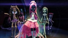 This Halloween POP has all of your favourite Monster High movies. Monster High Art, Monster High Characters, Monster High Dolls, Catty Noir, Ever After High, Aesthetic Gif, Star Vs The Forces Of Evil, Cartoon Pics, Disney Cartoons