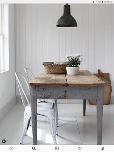 Simple Interior, Home Interior Design, Table Furniture, Home Furniture, Decorating Apps, Timber Table, Dark Interiors, Farmhouse Table, White Farmhouse