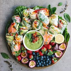 Sommerrollen Platte mit Avocado Dip dinner ideas for her meals Login Yummy Recipes, Vegan Recipes, Cooking Recipes, Yummy Food, Vegan Meals, Diet Recipes, Nutritious Meals, Easy Cooking, Brunch Recipes