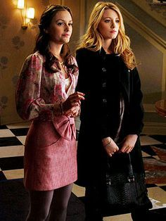 Blair Waldorf looked feminine and chic in a Tibi Bow-Front Skirt paired with a floral blouse and grey tights on Gossip Girl. Gossip Girl Blair, Moda Gossip Girl, Estilo Gossip Girl, Gossip Girls, Estilo Blair Waldorf, Blair Waldorf Outfits, Blair Waldorf Style, Blair Waldorf Fashion, Blair Waldorf Hair