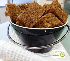 """Blondies de nuez y canela    Esta receta la cogí del libro """" Deliciosos brownies"""". Me pareció muy fácil y rápida y la verdad es que quedó muy buena. Hay que esperar a que se enfrie para cortarlos para que no se rompan.    http://www.lospostresdeelena.com/2010/09/blondies-de-nuez-y-canela.html"""