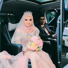 Wedding Abaya, Malay Wedding Dress, Hijabi Wedding, Muslimah Wedding Dress, Muslim Wedding Dresses, Muslim Brides, Designer Wedding Dresses, Wedding Attire, Wedding Gowns