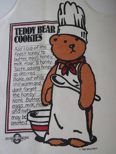 Artículos similares a Vintage Bialosky Bear Bib Apron - 1983 Teddy Bear Cookie Recipe - Novelty Apron - Bear Collectors - Master Chef Baking Cooking Kitchen Decor en Etsy Novelty Aprons, Teddy Bear Cookies, Cool Aprons, Bib Apron, Aprons Vintage, New Gadgets, Monogram Initials, Tween, Recipe