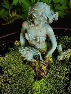 Landscaping with a mermaid? A certain little girl would be overjoyed!