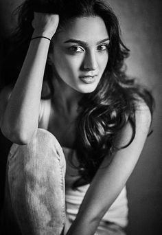 15 Stunning Hot Pictures of Kiara Advani, Who Played Sakshi Dhoni In M S Dhoni - The Untold Story Beautiful Bollywood Actress, Most Beautiful Indian Actress, Beautiful Actresses, Beautiful Girl Image, Beautiful Gorgeous, Stunning Girls, Photography Poses Women, Love Photography, Hot Actresses