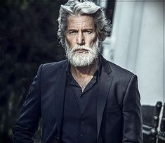Gray hair man: trends, colors and shades of 2019 - Popular Haircuts Grey Hair Boy, Men With Grey Hair, Long Silver Hair, Long Gray Hair, Older Mens Hairstyles, Haircuts For Men, Scene Hairstyles, Popular Haircuts, Hair And Beard Styles