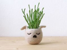 Italy-based artist Stella Melgrati of The Yarn Kitchen gives flower pots a different look with her collection of whimsical felted animal planters. Perfect if you can't decide between getting a plant or a pet. Made to add cuteness to one's home, the felted bowls look like sleeping little pets with succulent and air plants for […]