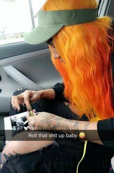Rolling up a Lotta loud ⚠ Weed Girls, 420 Girls, Girl Smoking, Smoking Weed, High Society, Kool Savas, Rap, Gangsta Girl, Amanda
