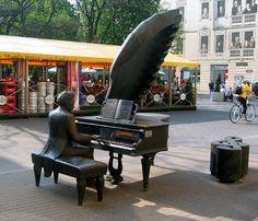 Sculpture of Artur Rubinstein on Piotrkowska Street in Łódź