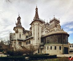 Vintage Architecture, Beautiful Architecture, Dracula Castle, Bucharest Romania, Old Houses, Barcelona Cathedral, The Incredibles, Exterior, Asdf
