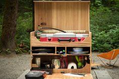 アウトドアの時、料理道具を全部まとめて移動できたら便利ですよね。鍋などの道具一式を一箇所に収納できるキッチンボックスの作り方を発見。こんなボックスさえ持っていけば、忘れ物はない...