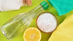 Household Uses for Vinegar - Vinegar is extremely versatile product that you already have in your home! Check out these ingenious household uses for vinegar from cleaning to freshening and so much more. Baking Soda Bath, Baking Soda And Lemon, Baking Soda Cleaning, Baking Soda Uses, Kitchen Cleaning, Green Cleaning, Spring Cleaning, Cleaning Hacks, Cleaning Supplies