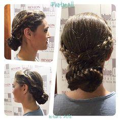 Recogido trenzado, obra de Emma del salón de Muntaner.  #blue01stylist #photocall #style #hair #pelo #coolhair #looks #instahair #hairstyle #instadaily #instagood #peluquerias #cabello #peluqueriabarcelona #hairoftheday #hairfashion #hairofinstagram #esti