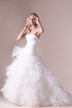 b54e7380287b 79 meilleures images du tableau Robes de mariée