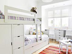 Habitación con litera blanca