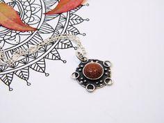 Silver Mandala Pendant. Goldstone and Silver por PuntoPausa en Etsy