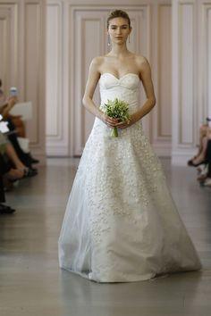 La première collection de robes de mariée printemps-été 2016 de Peter Copping en tant que directeur artistique de la maison Oscar de la Renta