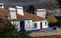 Évora - Casa típica Alentejana. Algarve, Visit Portugal, Paradise On Earth, Mediterranean Homes, Spanish Colonial, Tropical Houses, Going Home, Old Pictures, Portuguese
