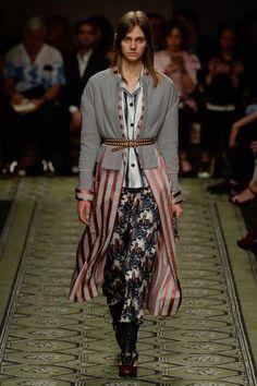 Burberry Fall 2016 Ready-to-Wear Fashion Show - Saadi Schimmel