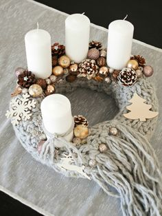 DIY advent wreath with a knitted scarf.... It's beginning to look a lot like christmas... - Csináld magad kötött adventi koszorú