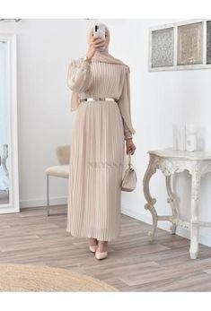 Modest Dresses, Modest Outfits, Modest Fashion, Eid Outfits, Fashion Outfits, Beau Hijab, Hijab Dress, Hijab Outfit, Mode Simple