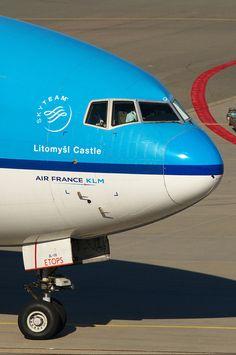 "KLM Boeing 777-206(ER) PH-BQL ""Litomyšl Castle"""