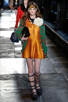 Sfilata Gucci Londra - Pre-collezioni Primavera Estate 2017 - Vogue