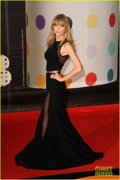 Taylor Swift at the Brits : This is a ridiculously epic dress