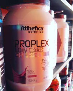 Proplex  O que é o proplex? É um substituto de refeições. É considerado o principal produto da linha pure series pois nada adianta uma suplementação pré durante e pós-treino se ao longo do dia refeições intermediárias forem deficientes.  O PROPLEX foi elaborado para suprir estas possíveis falhas e para atender aqueles que seguem dieta com maiores restrições na ingestão de carboidratos foi criado PROPLEX LOW CARB.  Possui proteínas de absorção lenta como a proteína da carne albumina proteína…